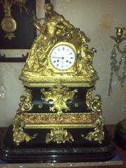 старинные часы и картины