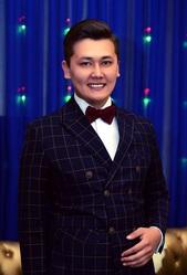 Тамада,  шоумен,  топовый ведущий,  асаба Алматы Берденбек Асхатов.