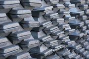 На экспорт алюминий первичный А7,  А8,  А995 и др. марок.