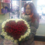 Сердце из 75 красных и белых роз 60 см