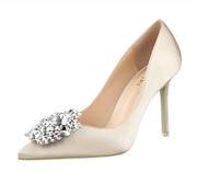 Свадебные туфли с брошью